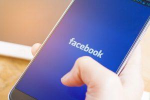 Facebook izinsiz olarak kameranızı kullanıyor